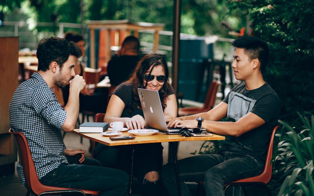 Centennials y Millennials: ¿Cómo están impulsando el nuevo universo laboral?